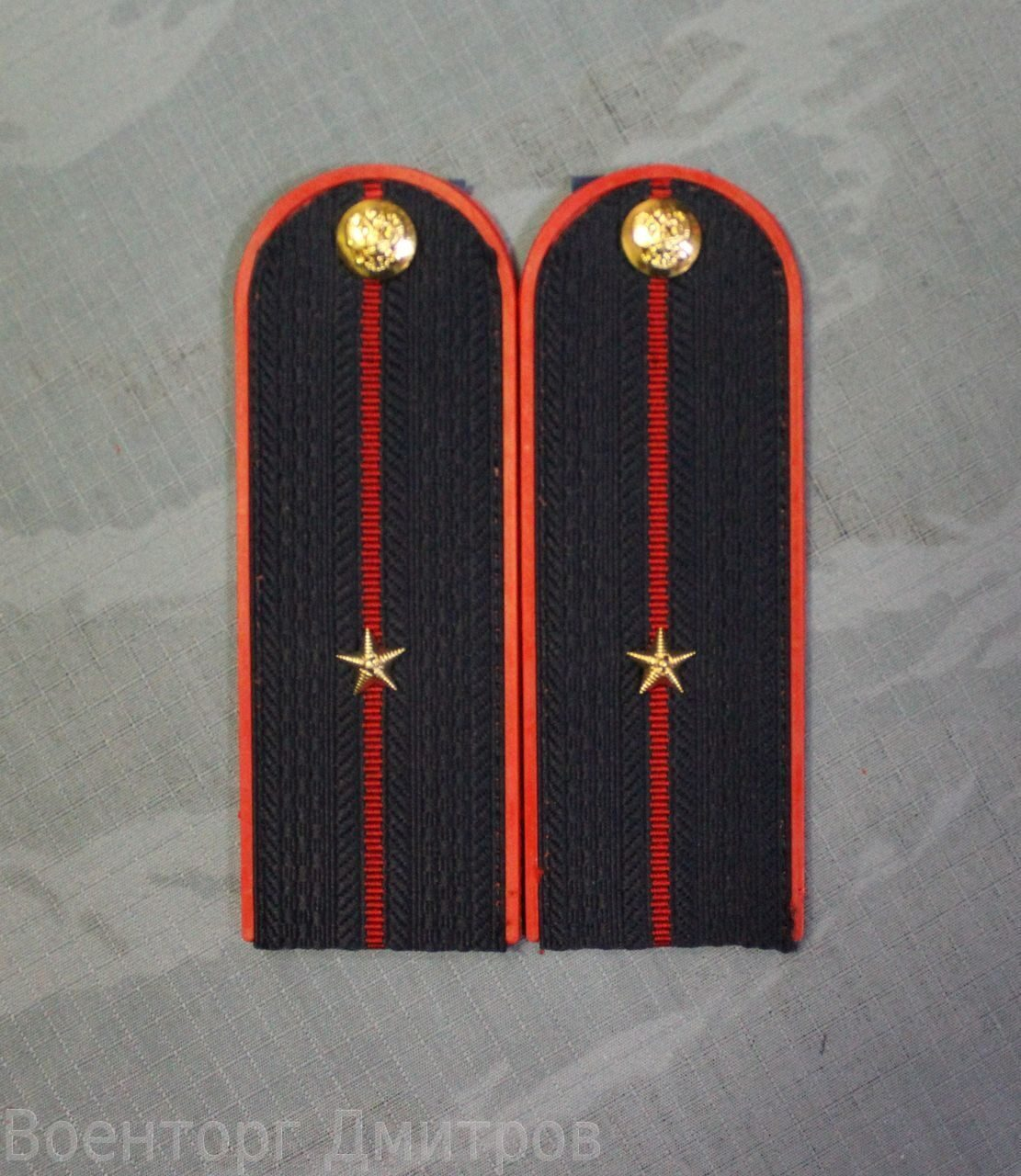 Расположение знаков различия звезд на погонах сотрудников 42